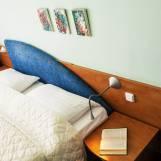 Dvojlôžková izba Economy prežiarená slnkom - Hotel PARTIZÁN