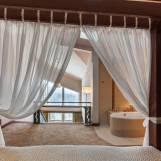 Mezonet Romantik s posteľou s baldachýnom - Hotel PARTIZÁN