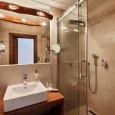 Dvojlôžková izba Panorama Classic s útulnou kúpeľňou - Hotel PARTIZÁN